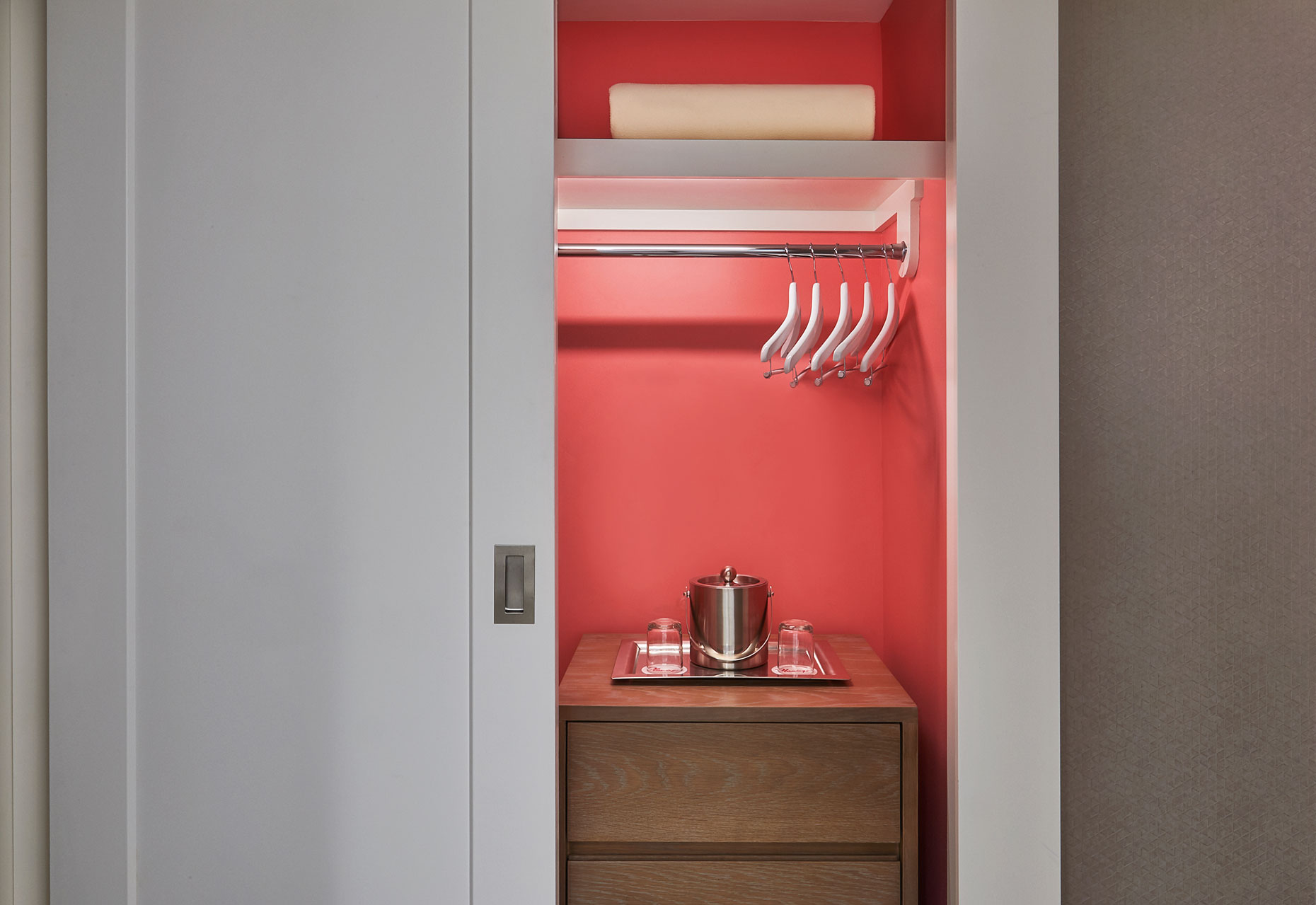 THE-FLAMINGO-ROOM-27164-Closet
